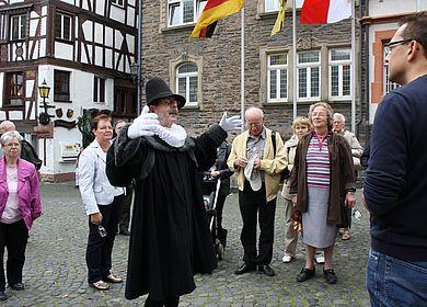 Am Wochenende an die Mosel nach Bernkastel-Kues und an der Themenführung Doctor-Wein-Tour teilnehmen.