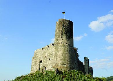 """Die Moselburg """"Burg Landshut"""" ist das Wahrzeichen von Bernkastel-Kues"""