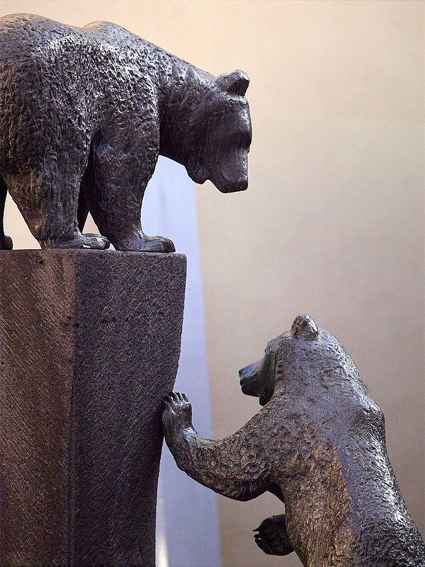 Skulptur in Form eines Bären in Bernkastel-Kues an der Mosel